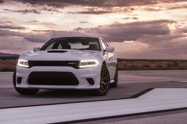 2015-Dodge-Charger-SRT-Hellcat-2
