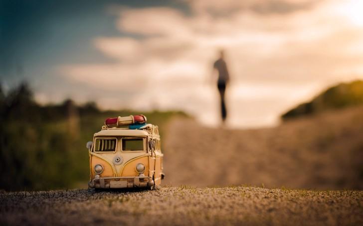 volkswagen-bus-toy-road
